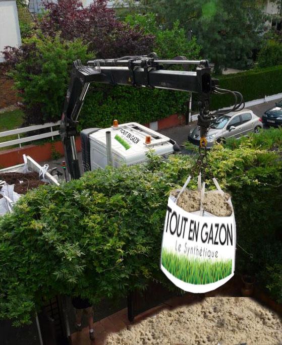 livraison gazon synthétique camion grue